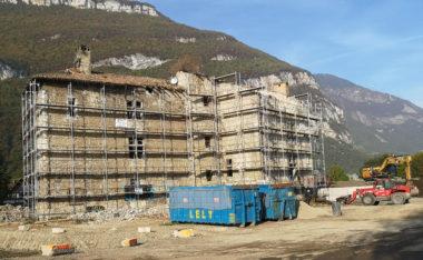 La ferme de l'Abbaye ex-discothèque du Drac Ouest en cours de réhabilitation. © Joël Kermabon - Place Gre'net