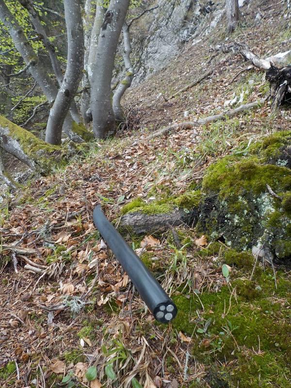 Installations obsoletes parc naturel du Un câble de près de 4 centimètres de diamètre, également retiré © Mountain Wildernessprojecteurs (2) © Mountain Wilderness