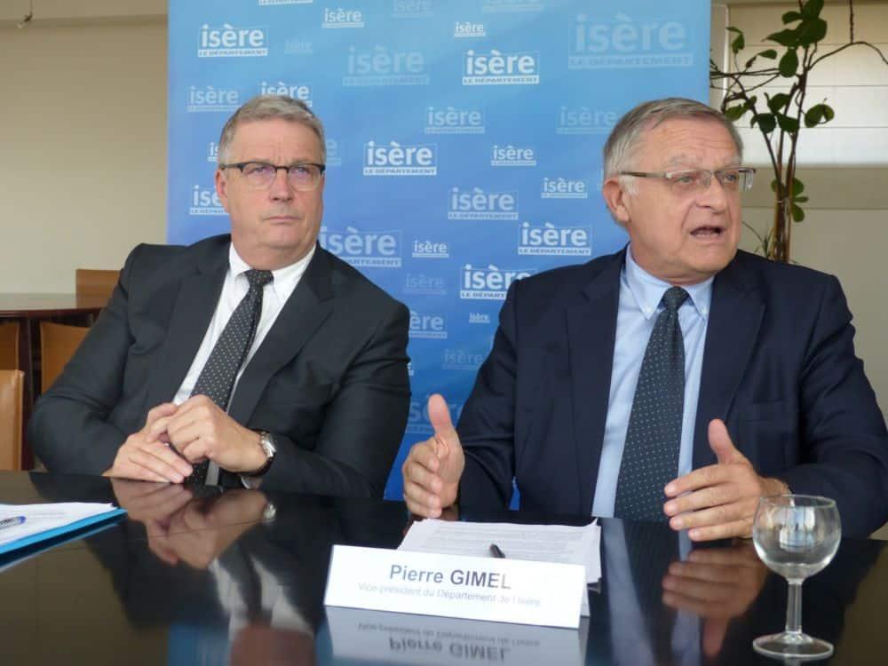 De gauche à droite : Jean-Pierre Barbier, président du Département, et Pierre Gimel, vice-président aux Finances. Le Département dénonce le plafonnement de la TVA pour les collectivités territoriales © Florent Mathieu - Place Gre'net