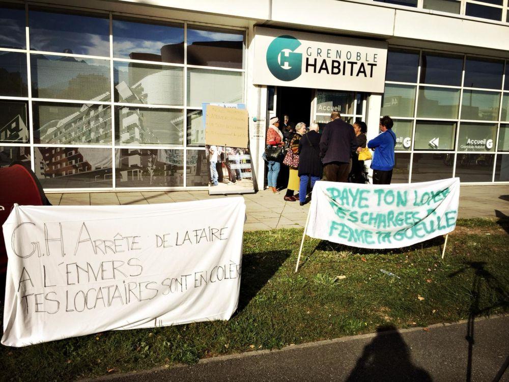 L'Alliance citoyenne a mené une action symbolique dans les locaux de Grenoble Habitat pour dénoncer sa « lenteur » face aux problèmes de ses locataires.Action de l'Alliance citoyenne dans les locaux de Grenoble Habitat © Alliance citoyenne