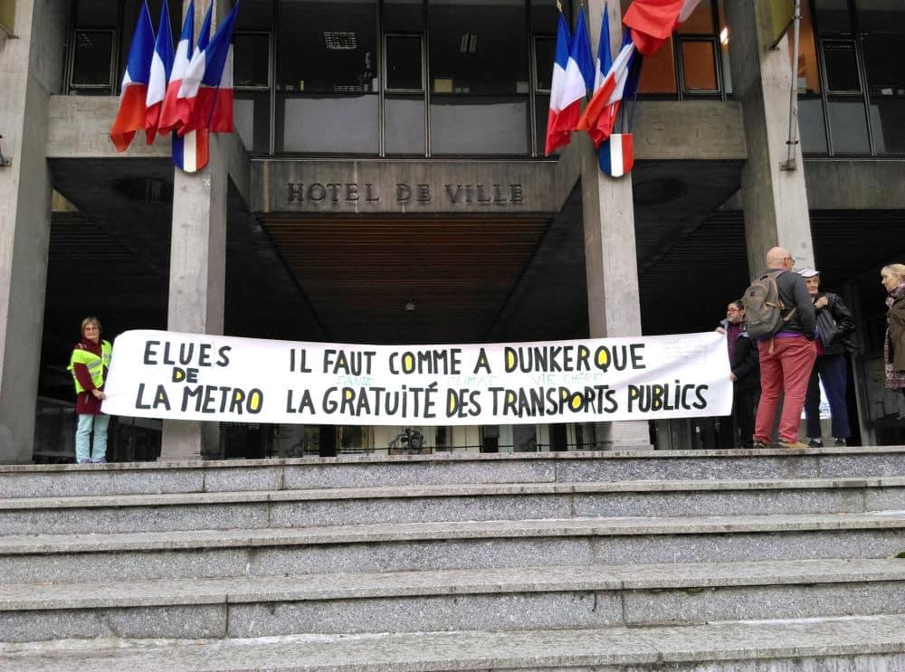 Rassemblement du collectif pour la gratuité des transports devant la mairie de Grenoble 10 octobre 2018 © Florent Mathieu - Place Gre'net