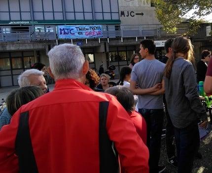 Rassemblement devant la MJC Prémol mardi 9 octobre © Florent Mathieu - Place Gre'net
