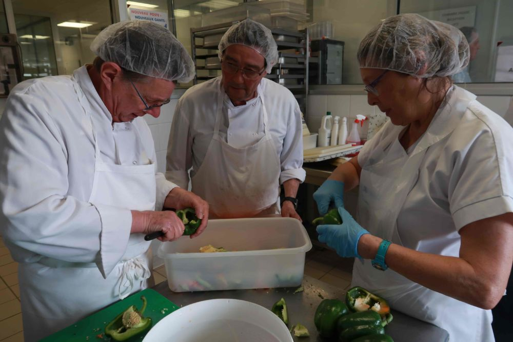 Dans la cuisine des Trois étoiles solidaires © Banque alimentaire de l'Isère