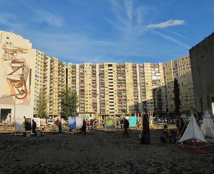 UNE Urban expo,oeuvre collective pour la semaine de la non violence à la Villeneuve © Séverine Cattiaux - Place Gre'net