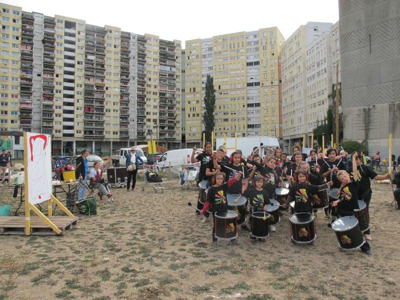 La Batucavie de passage à l'Urban expo oeuvre collective pour la semaine de la non violence à la Villeneuve © Séverine Cattiaux - Place Gre'net