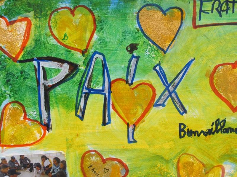 Urban expo tableau de Chantal, oeuvre collective pour la semaine de la non violence à la Villeneuve © Séverine Cattiaux - Place Gre'net