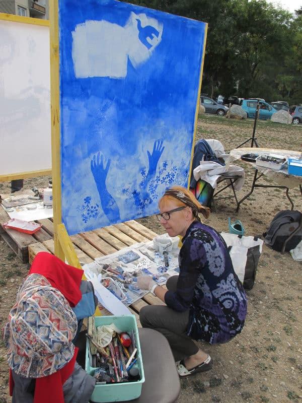 Urban expo, le tableau bleu, oeuvre collective pour la semaine de la non violence à la Villeneuve © Séverine Cattiaux - Place Gre'net