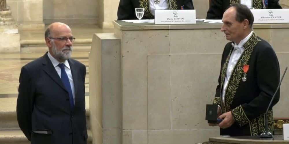 Le mathématicien grenoblois Yves Colin de Verdière a reçu la médaille Émile Picard de l'Académie des sciences pour l'ensemble de ses travaux.Yves Colin de la Verdière lors de la cérémonie de remise de la médaille Emile Picard de l'Académie des sciences à l'Institut de France. © Institut Joseph Fourier