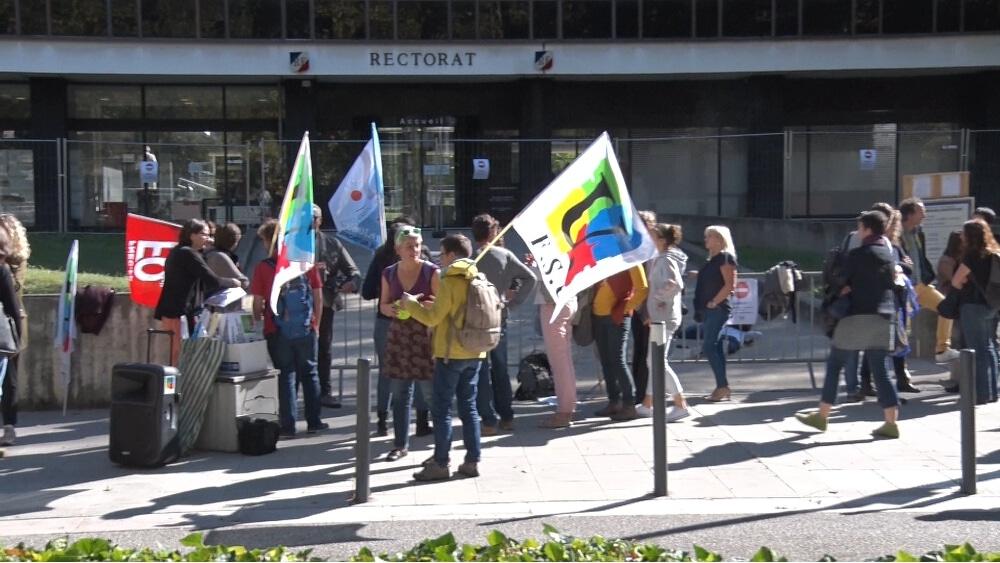 Rassemblement des AESH devant le Rectorat de Grenoble © Joël Kermabon - Place Gre'net