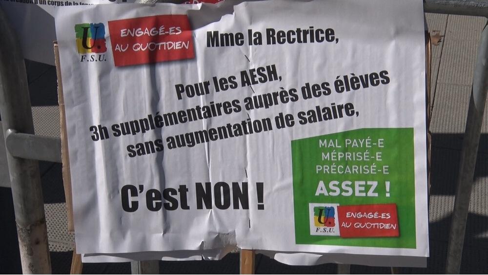 Panneau des manifestants © Joël Kermabon - Place Gre'net