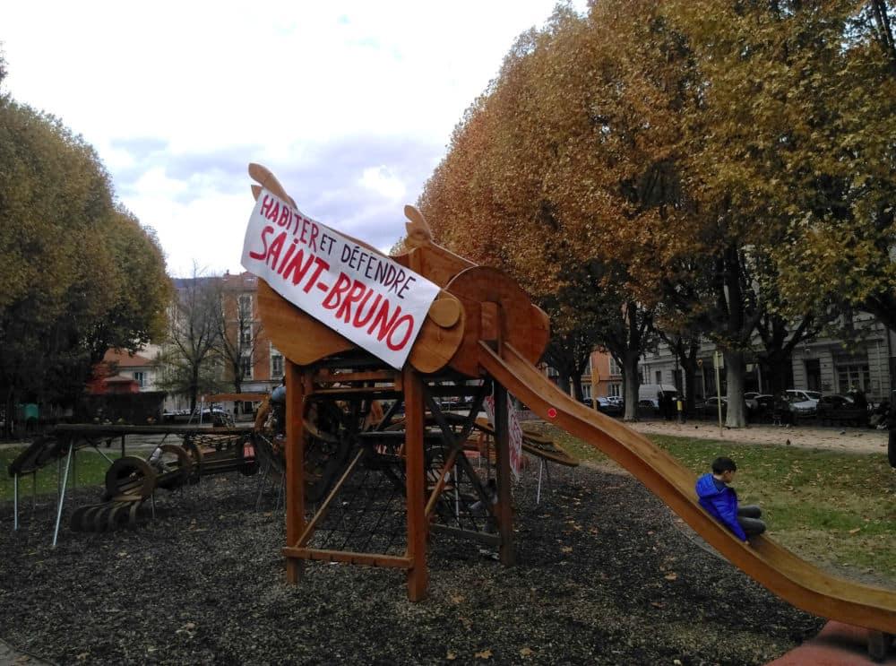 La Dragonne du square parée de banderoles pour l'occasion © Florent Mathieu - Place Gre'net