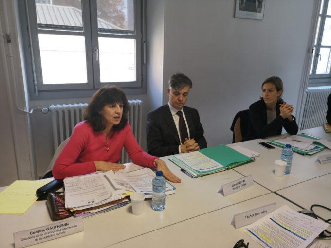 La préfecture de l'Isère a annoncé, le 15 novembre 2018, l'ouverture de 417 places d'hébergement hivernal dans le cadre de l'objectif Zéro personne à la rueLa préfecture de l'Isère à annoncé ce 15 novembre l'ouverture de 417 places d'hébergement hivernal dans le cadre de l'objectif Zéro personne à la rue.De gauche à droite : Corinne Gautherin, la directrice du DDCS de l'Isère et Lionel Beffre, préfet de l'isère et Chloé Lombard, sous-préfète, secrétaire générale adjointe de la préfecture. © Joël Kermabon - Place Gre'net