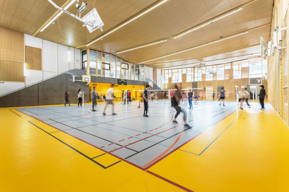 Exemple de réalisation en bois : le nouveau gymnase du lycée Champollion de Grenoble, mention « Intégration urbaine » du Prix construction bois 2018 © Fibois 38