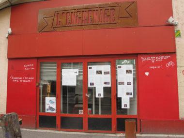 A Grenoble, le bar solidaire L'Engrenage, sommé de fermer ses portes suite à un arrêté communal, se mobilise pour péréniser son projet associatif.La Ville a prononcé un arrêté de fermeture administrative à l'encontre du bar association L'engrenage.© Séverine Cattiaux - Place Gre'net