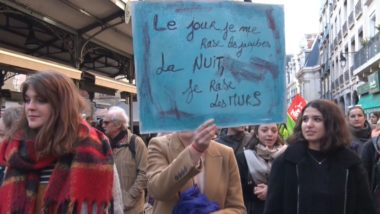 """Manifestation contre """"les violences sexistes et sexuelles"""" ce 24 novembre à Grenoble. Près de 1500 personnes ont défilé à l'appel du collectif #NousToutes. © Joël Kermabon - Place Gre'net"""