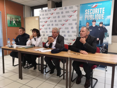 De gauche à droite : capitaine Collado de l'UOP, Nadine Le Calonnec, directrice de la DDSP, Renzo Sulli, maire d'Échirolles et Thierry Monel,1er adjoint du maire d'Échirolles. © Joël Kermabon - Place Gre'net