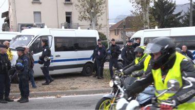 Les forces de police très attentives au déroulement des opérations. © Joël Kermabon - Place Gre'net