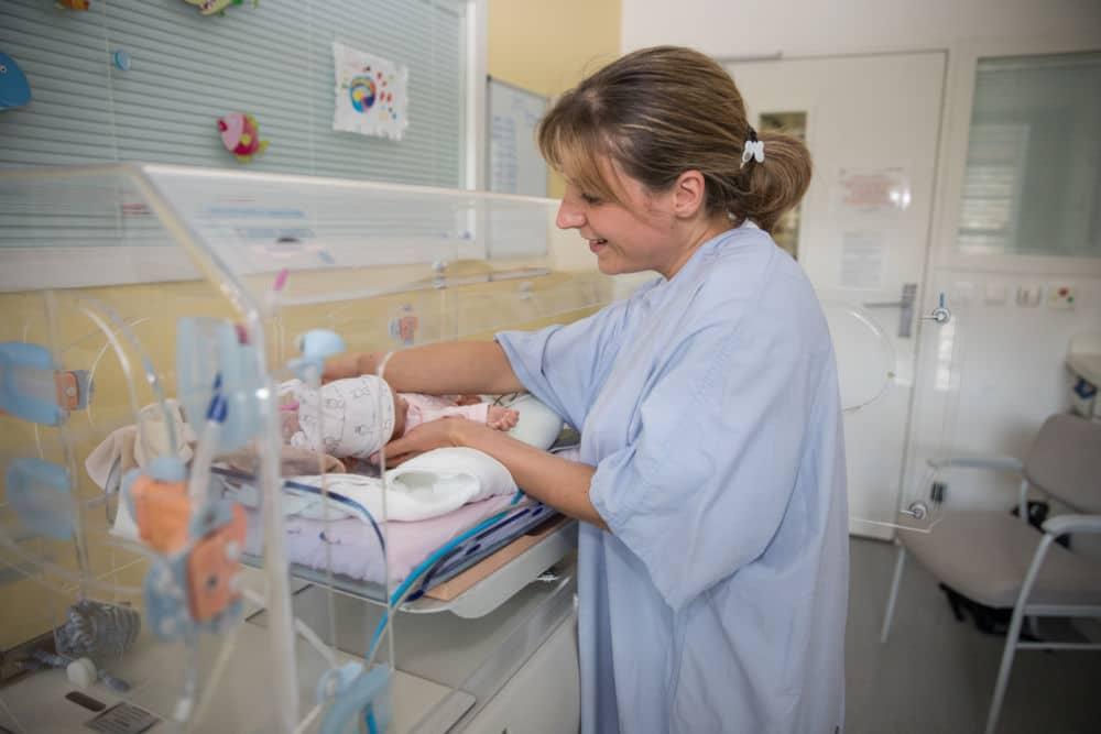 Service de néonathalogie hôpital couple enfant. © Agence Witty Media-CHUGA