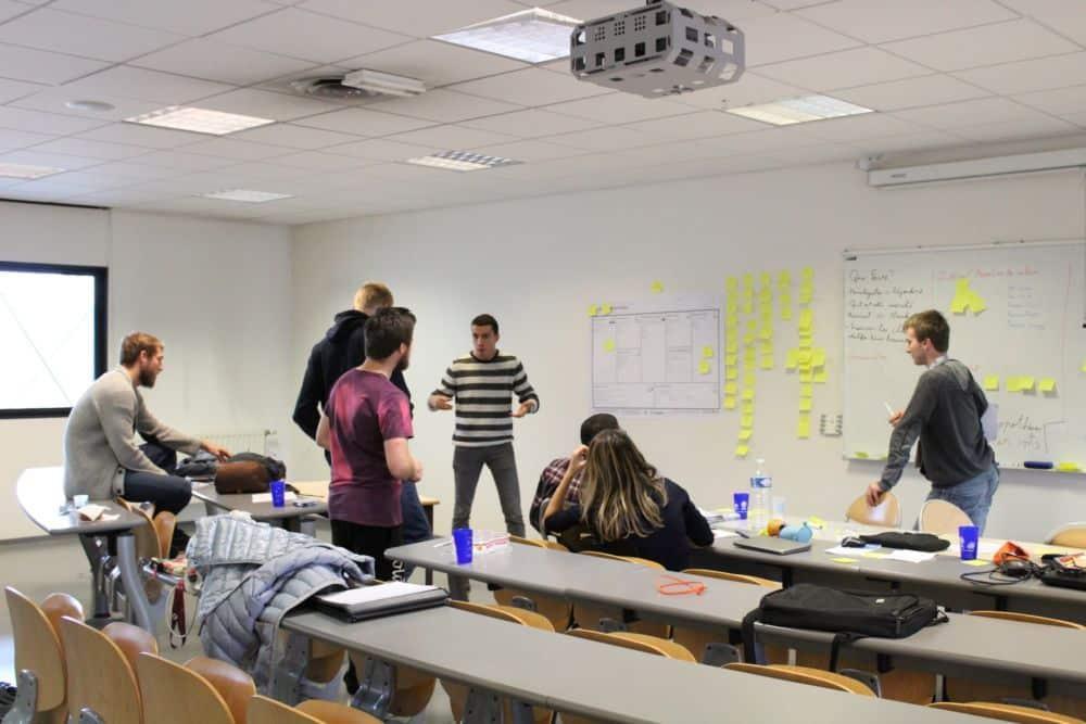 Travail en équipe pour concrétiser un projet © Sacha Magnani - Place Gre'net