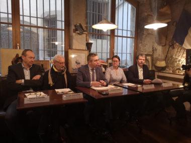 De gauche à droite : Pascal Clouaire, Georges Oudjaoudi, Christophe Ferrari, Mme Incardona et Daniel Bessiron. © Joël Kermabon - Place Gre'net