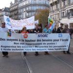 Des centaines d'enseignants ont manifesté à Grenoble ce 12 novembre 2018 contre les suppressions de postes annoncées dans l'Éducation nationale.© Joël Kermabon - Place Gre'net
