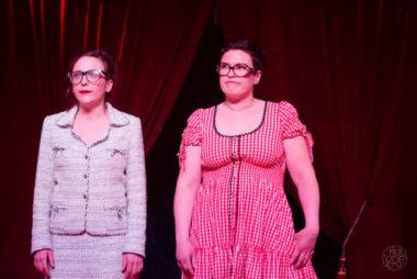 Les sœurs K (de gauche à droite, Bérangère Mehl et Srah Barrau), de la cie 3 pièces cuisine @ Chloé Pérez