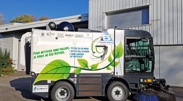 CleaNGo, la balayeuse roulant au gaz naturel pour véhicules de Europe Service © Europe Service
