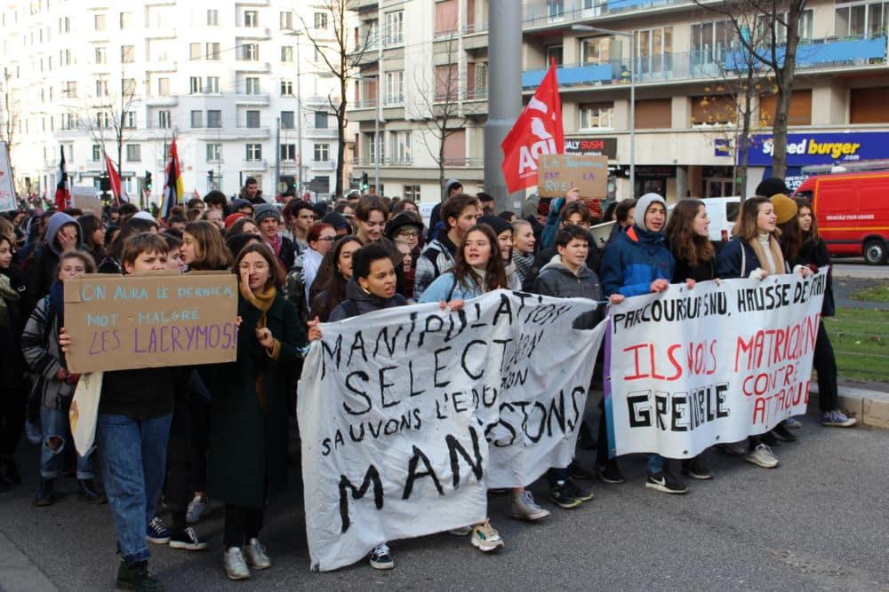 Manifestation étudiante et lycéenne à Grenoble en décembre 2018. © Jules Peyron - Place Gre'net
