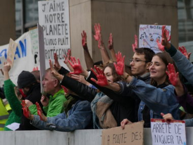 La marche pour le climat devant la Métro. © Jérémie Le Colleter - Placegrenet.fr