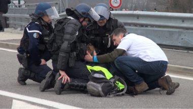 Une manifestante blessée à la tête au péage de Voreppe. © Joël Kermabon - Place Gre'net