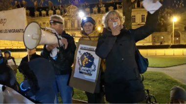 Plusieurs centaines de personnes ont participé à une marche des lumières à Grenoble ce 18 décembre à l'occasion de la Journée internationale des migrants.De gauche à droite : Jo Briant, Monique Vuaillat et Roseline Vachetta.© Joël Kermabon - Place Gre'net