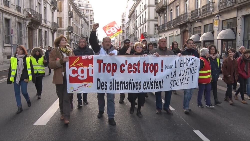 Manifestation à Grenoble en décembre 2018. Pour le 5 janvier, le rassemblement est prévu devant les locaux du Medef Isère © Joël Kermabon - Place Gre'net