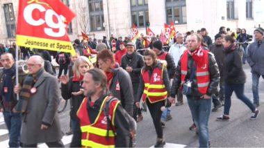 A l'occasion de la journée d'action nationale contre le chômage la précarité, plusieurs centaines de manifestants ont défilé à Grenoble ce 1er décembre. © Joël Kermabon - Place Gre'net