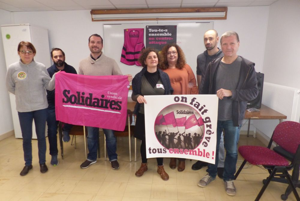 Les militants de Solidaires Isère dans leurs nouveaux locaux © Florent Mathieu - Place Gre'net