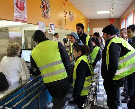 Les manifestants n'ont pas rencontré de résistance de la part du personnel CROUS une fois au restaurant universitaire. © Jules Peyron - placegrenet.fr