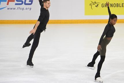Vanessa James et Morgan Ciprès lors des Internationaux de France de patinage à Grenoble, le 24 novembre 2018. © Laurent Genin