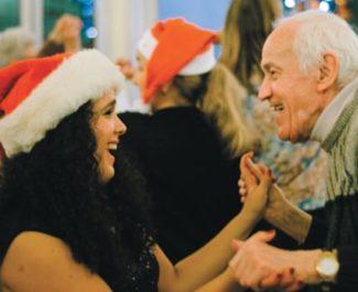 L'association Petits Frères des pauvres manque de bénévoles pour ce Noël 2018. © Jules Peyron - placegrenet.fr