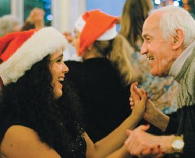 L'association Les Petits Frères des pauvres manque de bénévoles pour ce Noël 2018. © Jules Peyron - placegrenet.fr