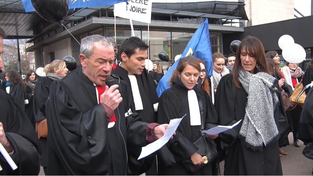 Les avocats criaient déjà leur colère en 2019 contre le projet de loi Justice © Joël Kermabon - Place Gre'net