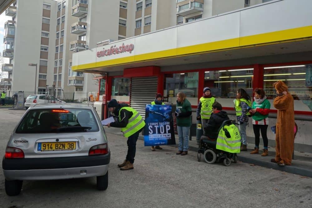 Objectif : informer les conducteurs sur la question de l'huile de palme dans le carburant © Alternatiba