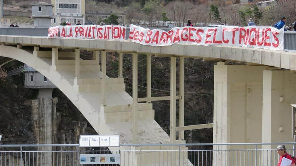 Manifestation du PCF sur le barrage du Sautet en avril 2018 © PCF Isère
