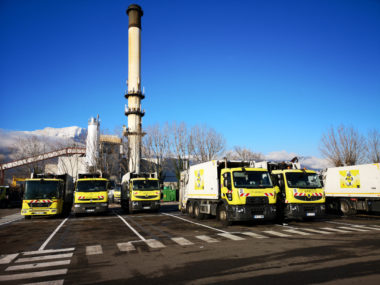 Quelques-unes des huit bennes roulant au GNV réceptionnées en 2018? © Joël Kermabon - Place Gre'net