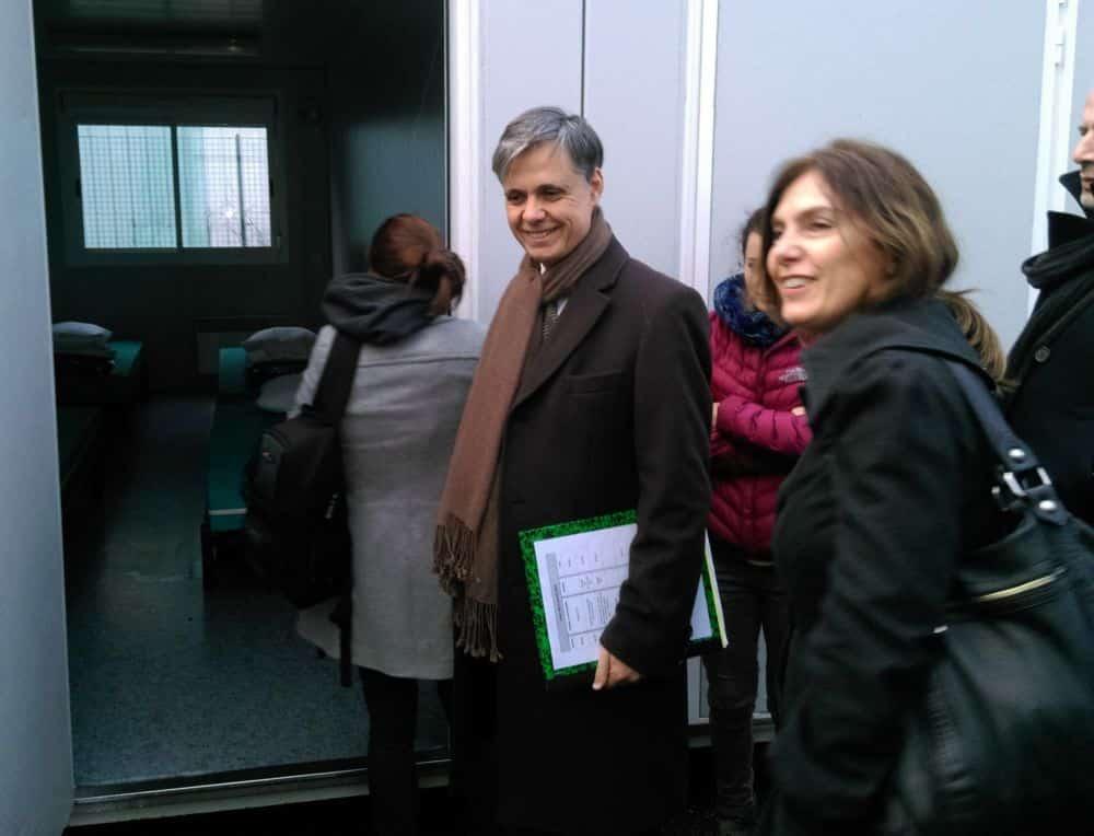 Le préfet de l'Isère lors d'une visite du centre d'hébergement de Comboire © Florent Mathieu - Place Gre'net