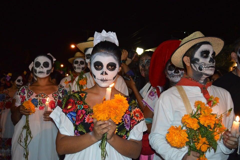 Le Palais des sports de Grenoble accueille samedi 26 janvier le Festival mortel, événément inédit inscrit dans la tradition du Dia de los muertos mexicain.Une procession du Dia de los muertos au Mexique. DR