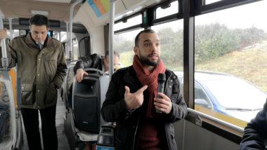 Yann Mongaburu lors de la présentation de GreenZenTag II à bord d'un bus de la ligne Chrono C1. © Joël Kermabon - Place Gre'net