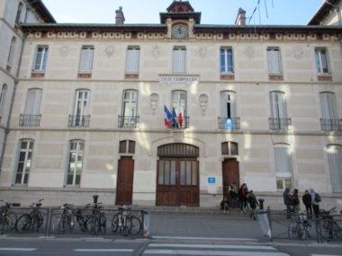 Covid : un nombre accru de classes fermées en Isère. Lycée Champollion de Grenoble. © Elisa Boulloud - Placegrenet.fr