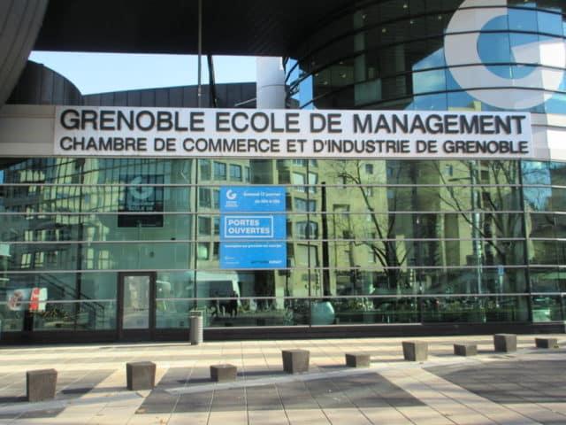 Entrée de Grenoble école de management © Élisa Boulloud - Place Gre'net