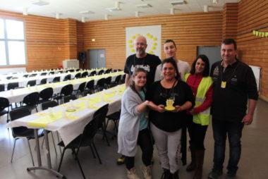 """Pour l'acte XI du mouvement, six gilets jaunes ont participé à l'organisation d'un premier """"repas solidaire"""", soutenus par de nombreux bénévoles. © Place Gre'net - Jules Peyron"""