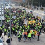 L'acte XI des gilets jaunes a rassemblé environ 800 participants. Un chiffre qui semblait mettre d'accord policiers et manifestants. © Place Gre'net - Jules Peyron