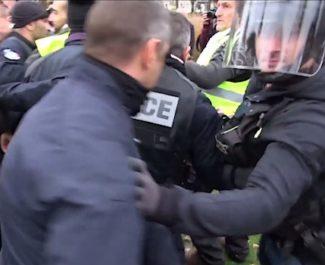 En Isère, un collectif d'associations et de partis politiques de gauche réclame la mise en place d'un observatoire des violences policières - Image extraite vidéo Joël Kermabon - Place Gre'net